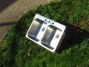 DOUBLE STAINLESS STEEL SINK WITH DRAINS