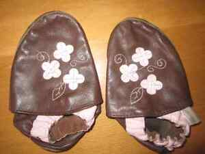 Flower robeez leather shoes size 18-24 m