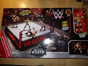 WWE MAIN EVENT RAW ELITE SCALE WRESTLING RING w/ GOLDBERG FIGURE
