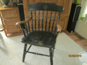 Colonial Chair - vintage.
