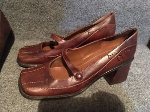 ladies shoes size 38 (7 or 7.5)