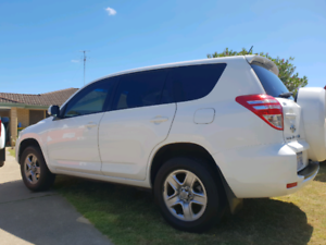 2012 Toyota rav4 SUV just serviced with new battery runs great