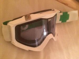 Snowboard/ski goggle for sale - lunette de ski/planche à neige