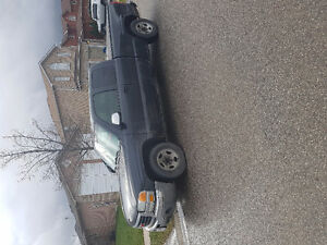 2003 GMC Sierra 1500 (Low KM, amazing condition)