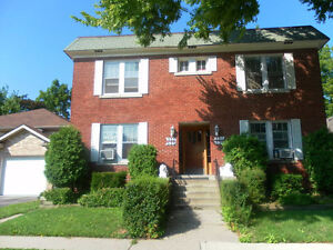 Spacious 2 Bedroom Apt  535 oak st Available Immediately
