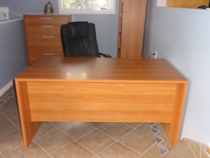 DESK WITH MATCHING 4 DRAWER FILING CABINET - OFFICE OR HOME
