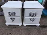 Par shabby chic bedside drawers