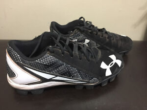 Baseball cleats - boys - excellent condition
