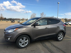2011 Hyundai Tucson AWD- LEATHER- A MUST SEE