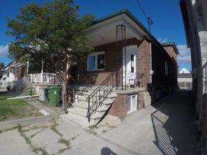 Fully renovated 3 bdrm unit in Oakwood/ Vaughan neighbourhood