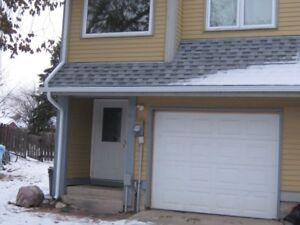3 Bedroom Thickwood Town House for Rent