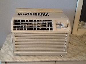 Air climatisé de fenêtre marque Danby 5000 BTU