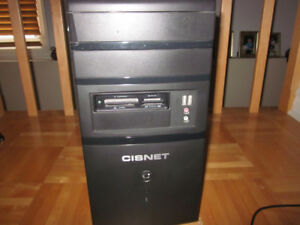 Tour d'ordinateur Cisnet pour pièces + Clavier