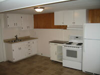TERRACE--> 2 BDRM RECENTLY RENOVATED LOWER UNIT IN THE HORSESHOE