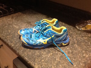 Women's Mizuno size 9 volleyball shoes