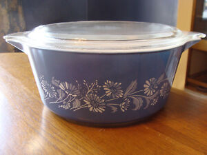 BLUE WHITE COLONIAL MIST DAISIES LIDDED CASSEROLES 474 475 London Ontario image 8