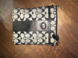 OVER THE SHOULDER BLACK COACH PURSE FOR SALE!