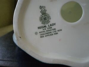 "Royal Doulton Figurine - "" Regal Lady "" HN 2709 Kitchener / Waterloo Kitchener Area image 10"