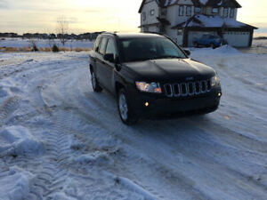 2012 BLACK SPORT JEEP COMPASS  41,000KM. ONE OWNER