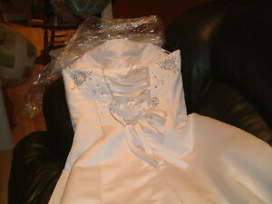 Robe de mariée et châle West Island Greater Montréal image 2