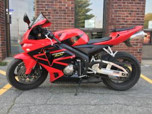 Honda CBR 600 RR 2006 Sport avec Manteau