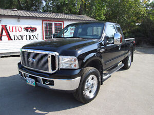 Low KMS 2006 Ford F-250 Lariat Pickup Truck