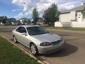 Low kms luxury car 04 Lincoln