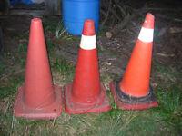3 cônes de signalisation à donner
