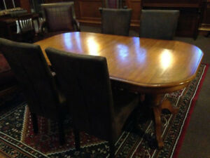 AMAZING DEAL DOUBLE PEDESTAL OAK TABLE!! Includes 4 CHAIRS!!