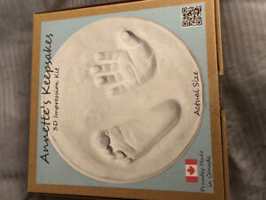 Baby keepsake: 3 D impression kit for hand and foot