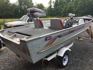 1988 16' Lowe Lunker 111 Aluminum Boat Side Consol