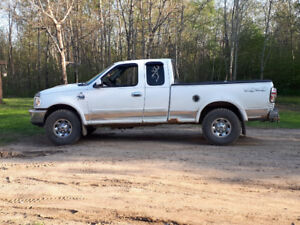 Selling a 2003 ford f150 4x4 7700 series.