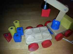 Solid wood pull toy crane with magnetic blocks Kitchener / Waterloo Kitchener Area image 4