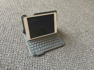 White 32 GB iPad mini 2 with Logitech Ultrathin Keyboard Folio