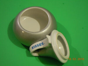 HERSEY'S KISSES CANDY DISH/BONBONNIERE West Island Greater Montréal image 2