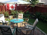 """Ottawa Accommodation- Twins OR Queen-(2 wk max)-$77/nt-Charming"