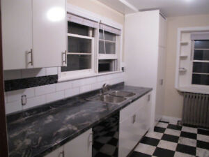 Beautiful home for rent south Aurora -Steps to Yonge- 3br, 2bath