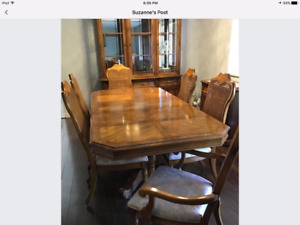 Beautiful Dining Room Suite - Beyond Excellent Condition