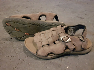 Merrell ladies sandals size 6