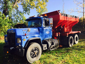 Mack R600 1987 sableuse saleuse