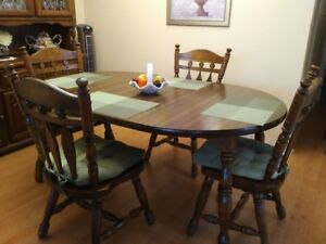 Dining Room Table, 4 Chairs, 2 Leaves, Buffet and Hutch
