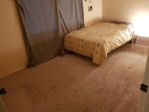 Avlbl  Dec1st- 150 ft2 room in 3 bedroom upper house suite- $950