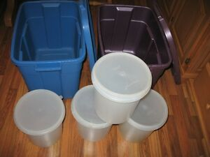 Rubbermaid Totes & Tupperware containers
