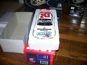 Kevin Harvick 2001 White Goodwrench 1/24 Diecast