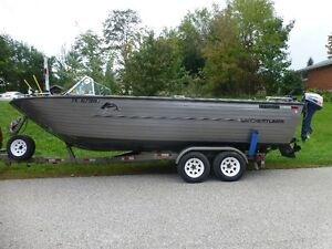 CRESTLINER 22FT-8FT BEAM-- PERFECT FISHING BOAT