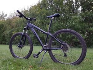 Vélo montagne NORCO WOLVERINE aluminium, fourche Marzocci à air.