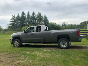 Selling my 2013 Chev 3500 HD LT