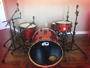 DW Collector Series Drums -Ruby Red Sparkle