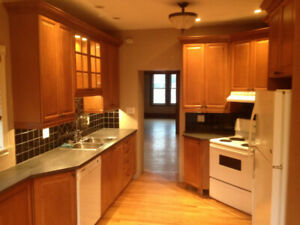 Mar 1 - 2 Bed 2 Bath w/ Executive Kitchen, Dishwasher, & Parking