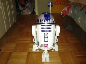 ROBOT INTERACTIF ''R2-D2 ''Astromech droid'' des films Star Wars